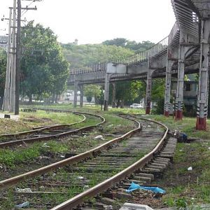 Viaduct carrying the passenger line into Havana with the still used freight lines below.