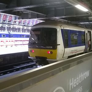 Chiltern Railways 165006 on loan to FGW at Paddington after arriving with a Greenford service 12/08/2014