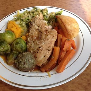 XC Trains pre-order hot meal option, Traditional Roast Chicken.