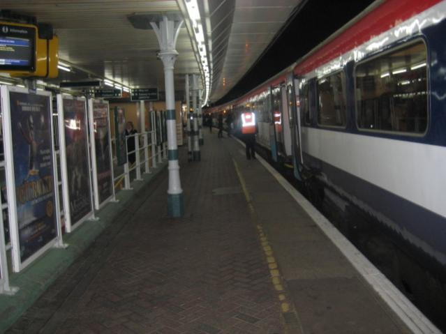 A GX (SN) Class 422 on ESC PLatform 2 waiting for the 'station work complete' tip from the dispatch staff